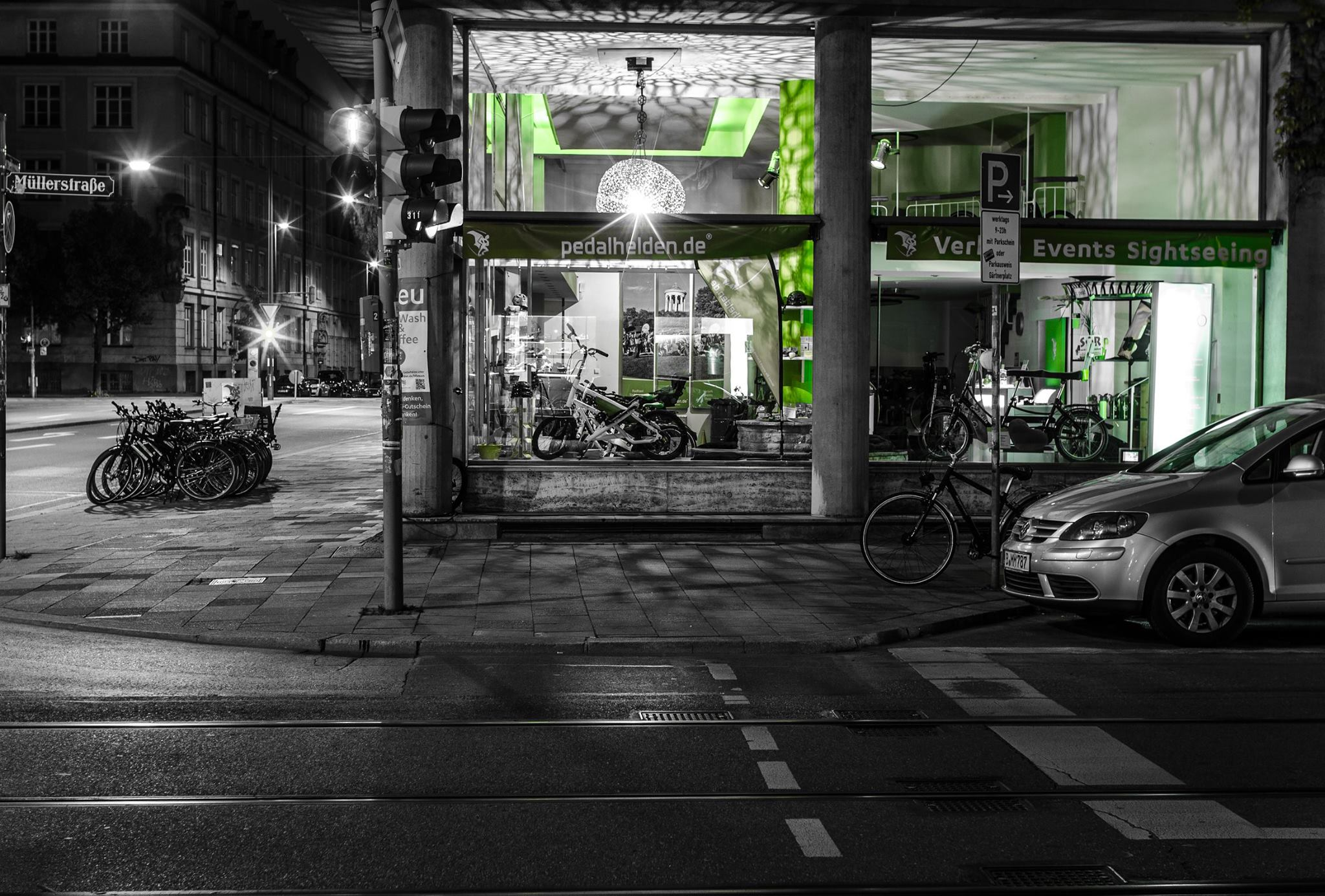 """Auch nachts ein Hingucker: Unser Pedalhelden-Shop im """"Gorillahaus"""""""
